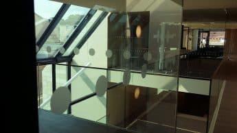 Glasmarkierung, Aufprallschutz, Milchglasfolie Raiffeisenbank Mödling