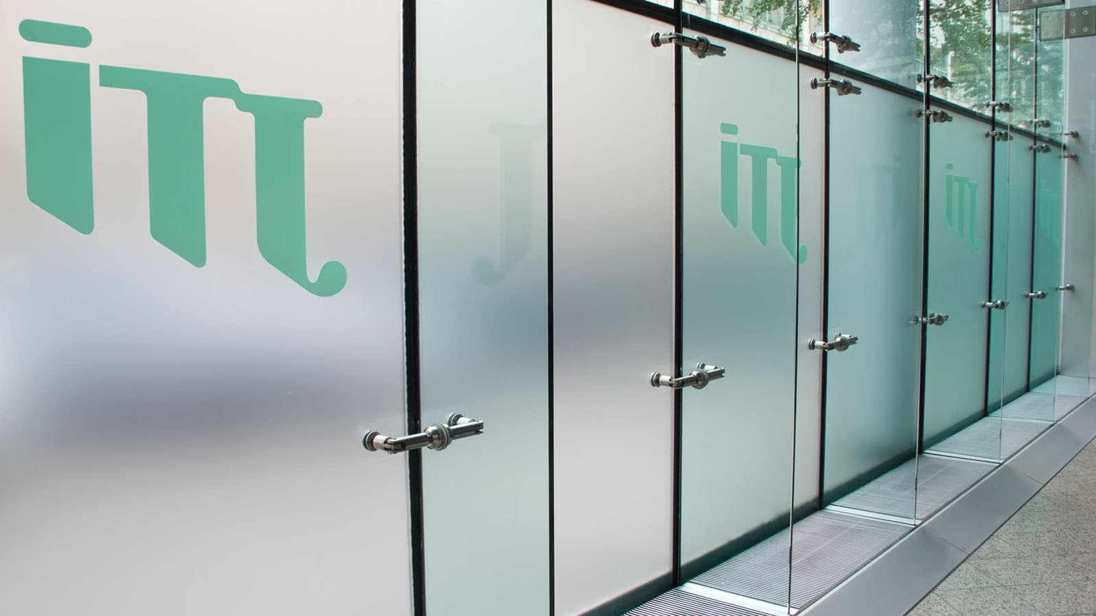 Folienklebung Glasmarkierung Sichtschutzfolien Leitsystem JTI