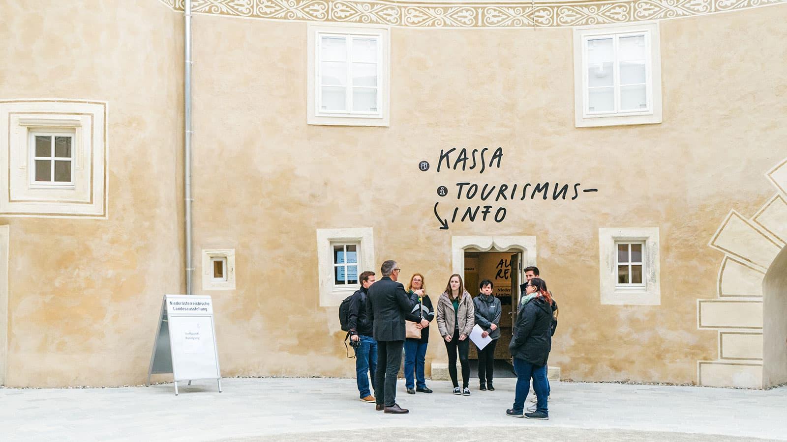 Poeggstall Ausstellungsgestaltung Beschriftung