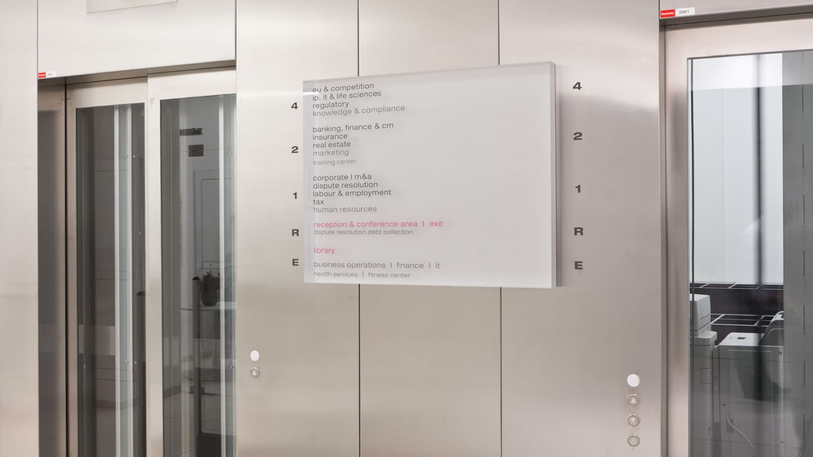 Folienbeklebung, Beschriftung Leitsystem, Sichtschutz, Milchglasfolien