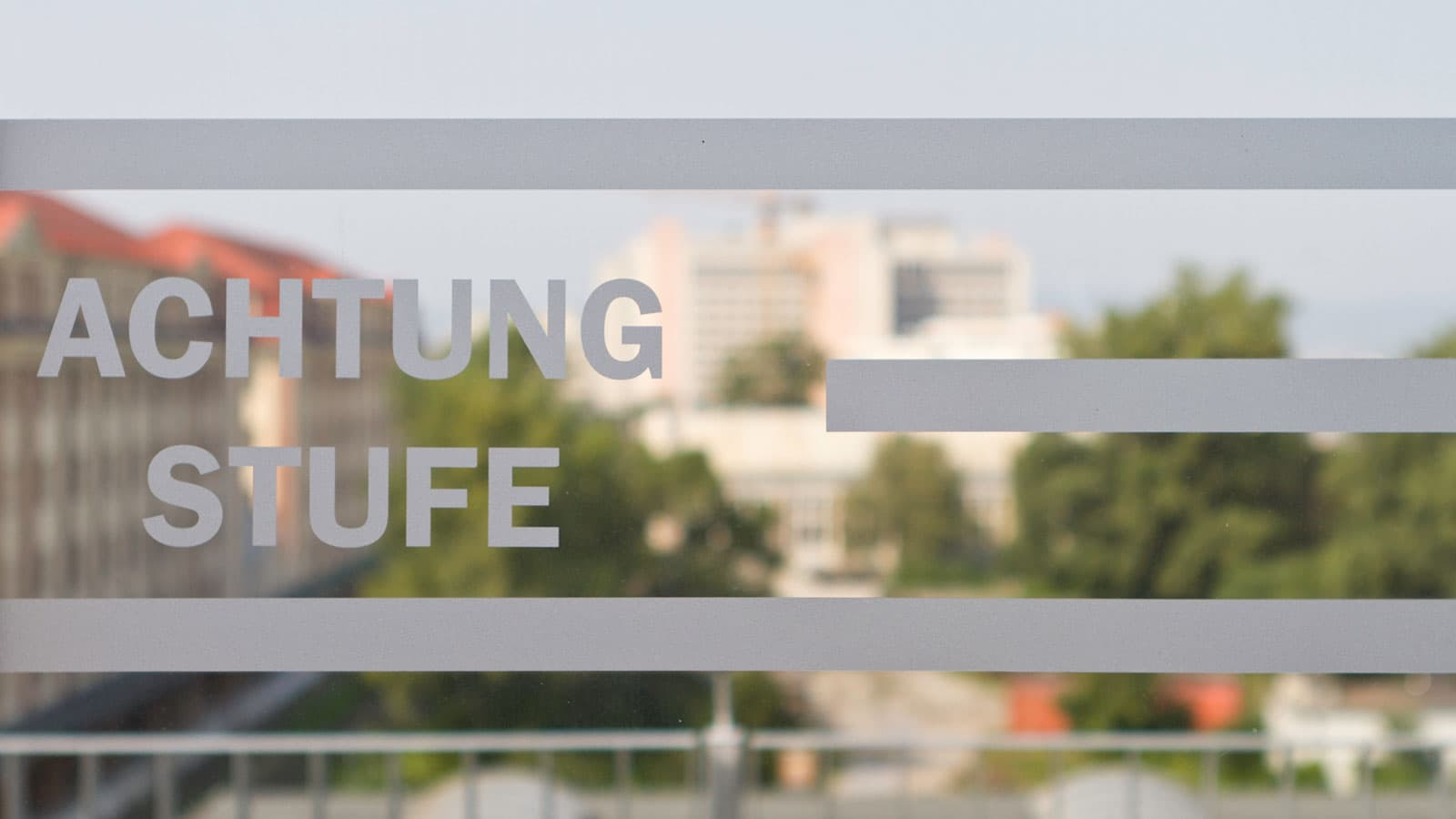 Folienbeklebung, Leitsystem, Fassadenbeschriftung