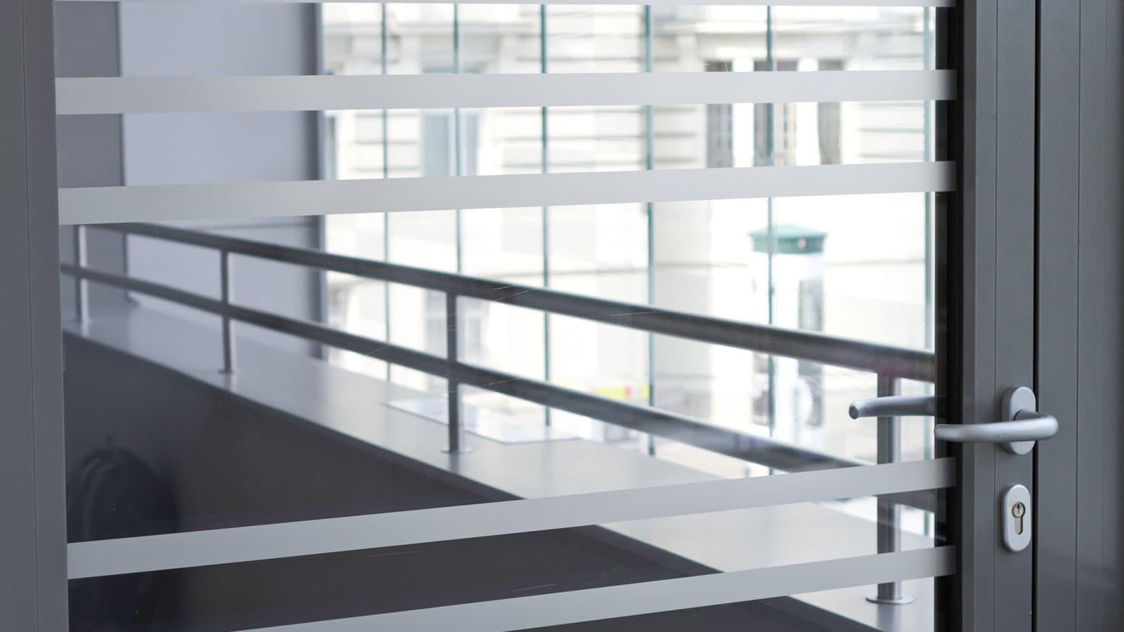 Folienbeklebung, Glasmarkierung mit integrierter Corporate Identity